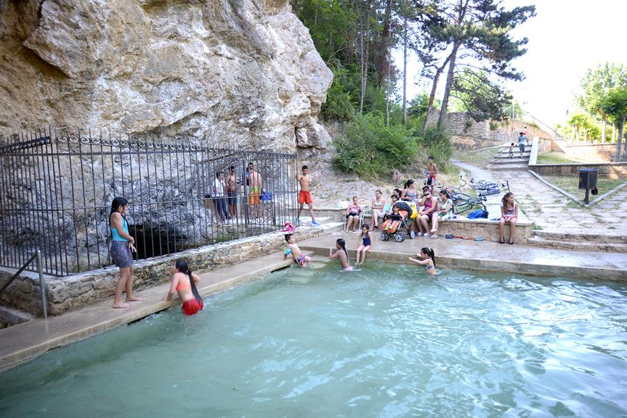 Arranca la temporada de piscinas en tierra estella revista calle mayor - Piscinas de agua salada ...