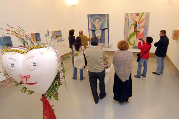 Rosa Valverde muestra el arte de las cajas en Estella