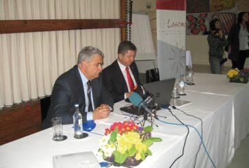 El consejero de Economía contestó a empresarios de la zona sobre la crisis