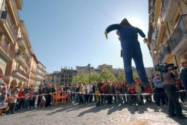 Quema de Judas en la plaza de Santiago el lunes 5 de abril