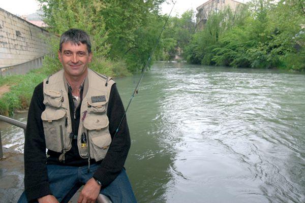 El aficionado está obligado a salir de Navarra si quiere pescar
