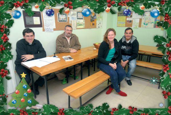 Espíritu navideño en el albergue parroquial