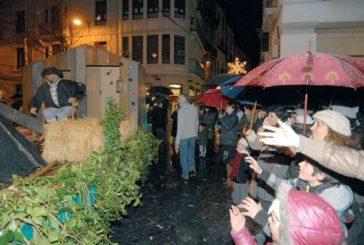 La lluvia y el frío acompañaron a Olentzero en su visita a Estella
