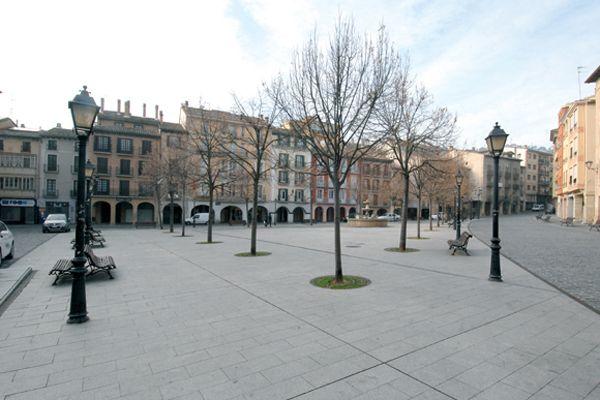 3.097 firmas piden la reapertura al tráfico de la plaza Santiago