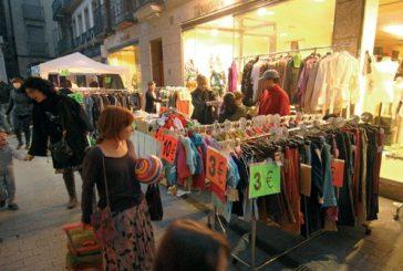Treinta y tres comercios sacaron su género a la calle en la V Feria de Stock