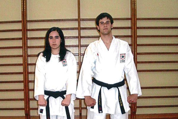 Dos nuevos cinturones negros para alumnos de Karate El Puy
