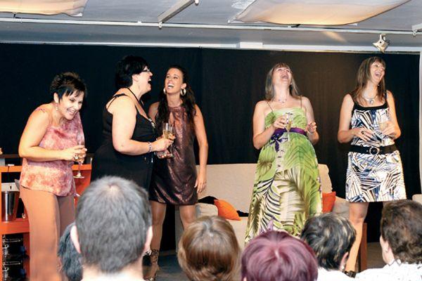Éxito de la obra 'Entre amigas', del grupo Mireni de Allo