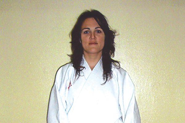 Nuria Abascal, de Karate El Puy, consigue el cinturón negro