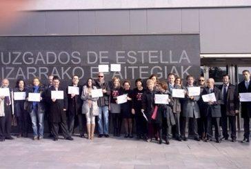 El colectivo de abogados se concentra contra la Ley de Tasas