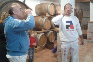Sidrería Etxesakan abrió la temporada de sidra con un txotx de aizkolaris