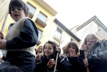 Los alumnos de Ikastola y Remontival rogaron protección a Santa Águeda