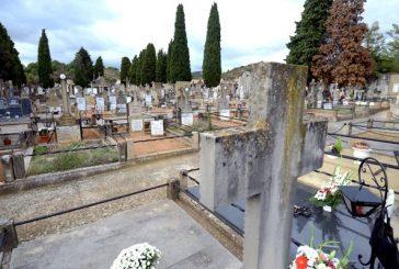 Los cementerios se convierten en jardines por Todos los Santos