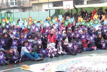 Canciones, baile y colectas en el Día Escolar de la Paz