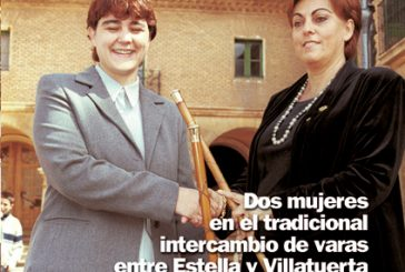 CALLE MAYOR 213 – DOS MUJERES EN EL TRADICIONAL INTERCAMBIO DE VARAS ENTRE ESTELLA Y VILLATUERTA