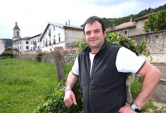 """NUESTROS ALCALDES – Iñaki Ruiz de Larramendi – Eulate – """"La gente joven es el futuro de estos pueblos"""""""