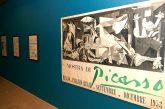 Carteles de Picasso en  el museo Gustavo de Maeztu