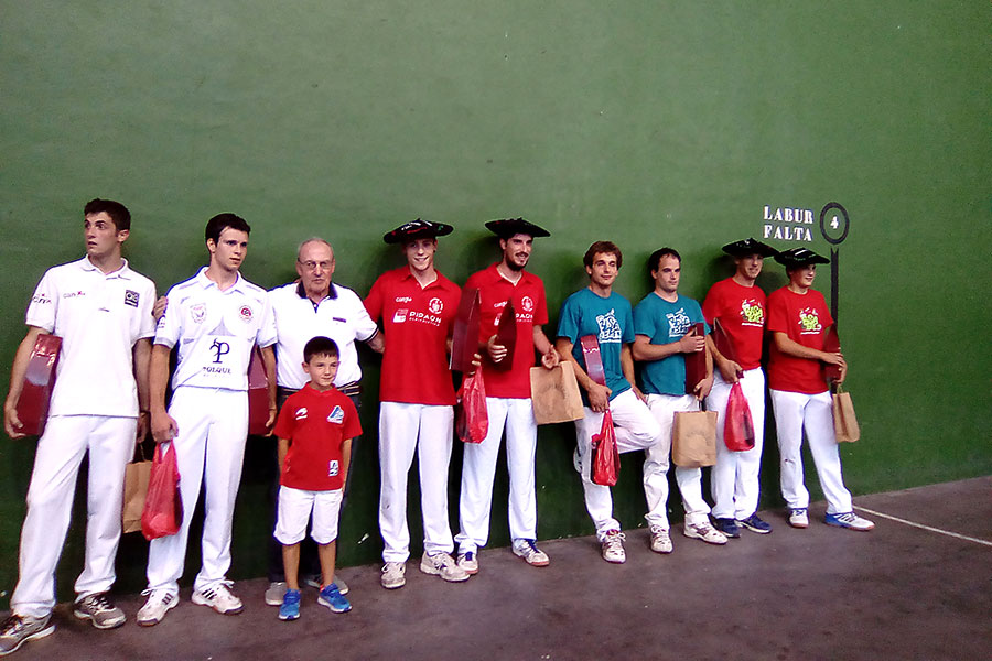 Finales del torneo popular de mano parejas en Abárzuza