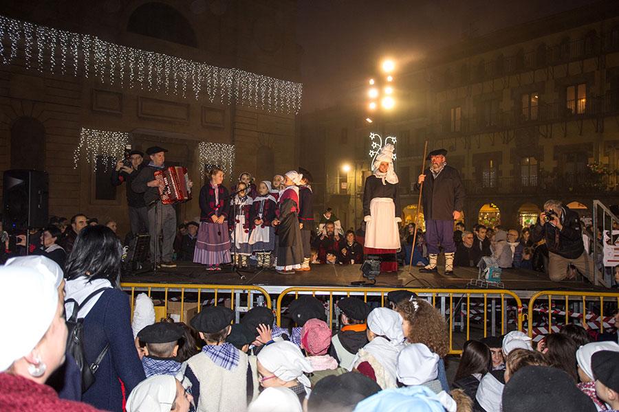 Olentzero y Mari Domingi llegaron puntuales a Estella