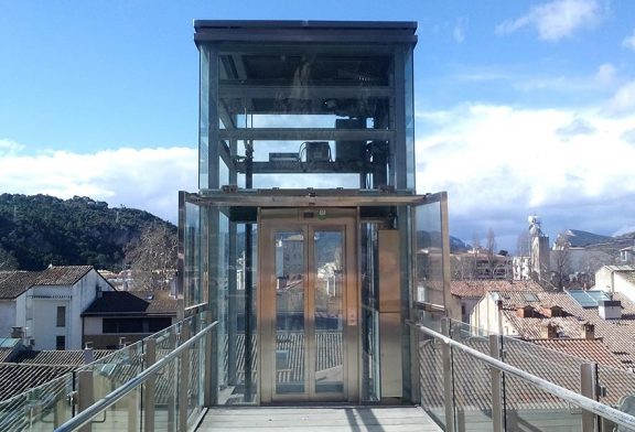 El ascensor del barrio de San Pedro vuelve a funcionar
