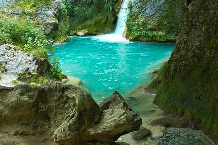 Nacedero del Urederra ubicado en el Parque Natural de Urbasa-Andia (Améscoa)