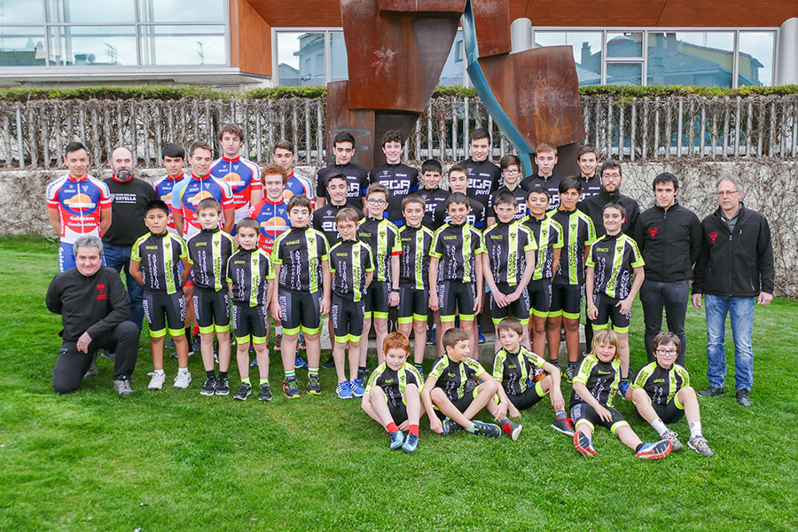 El Club Ciclista Estella presentó a sus equipos