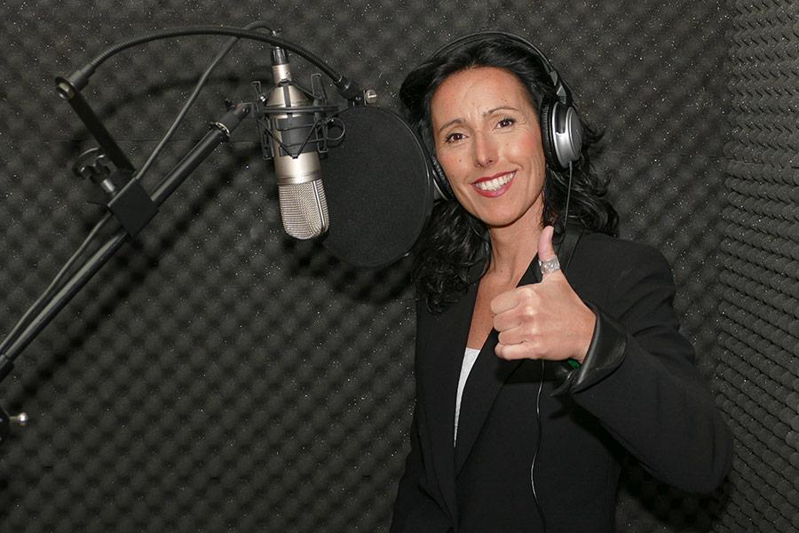 """'LOCOS POR…' – La canción – Ana Ganuza – """"Ante el público  se me olvida  cualquier mal  rollo, me siento libre"""""""