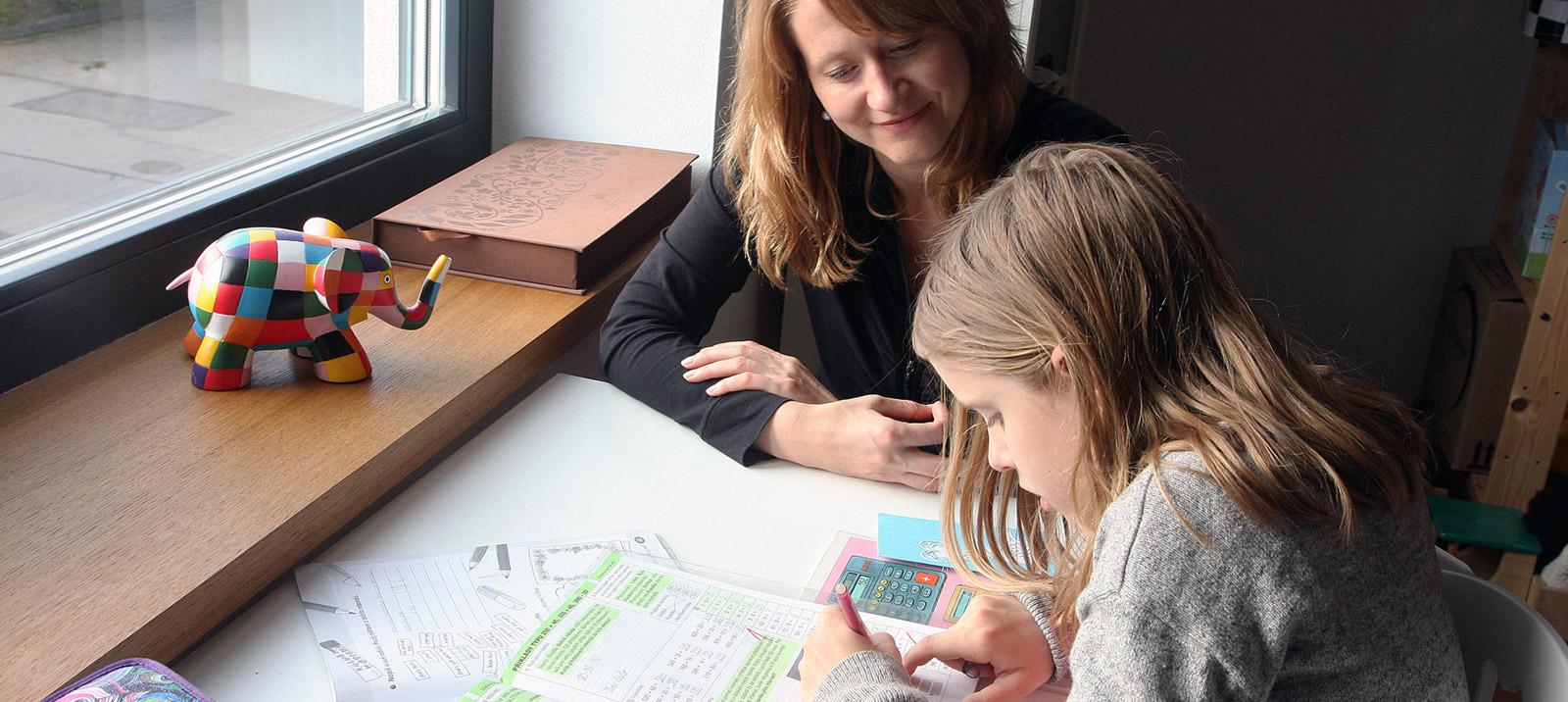 ¿Qué tal  se llevan  las clases y los estudios desde casa? ¿Os mandan más tarea?