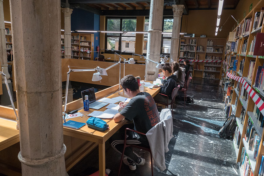 La biblioteca pública José María Lacarra retoma servicios